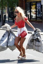 Christine McGuinness at a Post Office in Wilmslow 2020/06/01 14