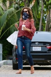 Cindy Crawford Leaves Cafe Habana in Malibu 2020/06/01 4