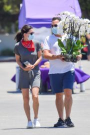 Courteney Cox and Johnny McDaid at Farmer's Market in Malibu 2020/06/07 2
