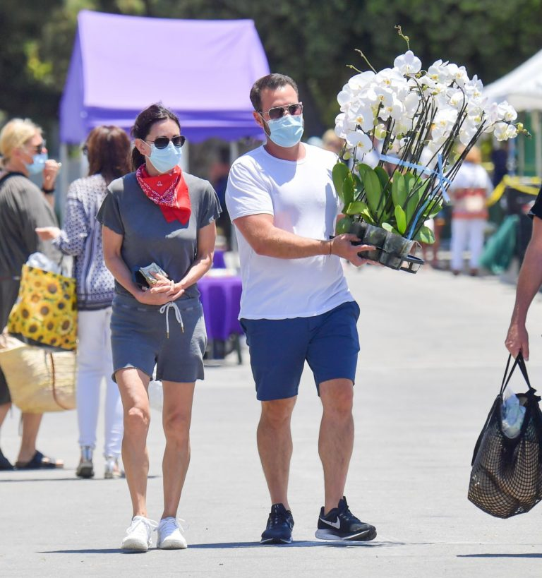 Courteney Cox and Johnny McDaid at Farmer's Market in Malibu 2020/06/07 3