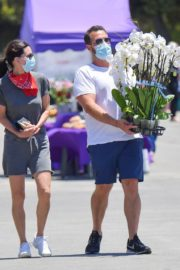 Courteney Cox and Johnny McDaid at Farmer's Market in Malibu 2020/06/07 10