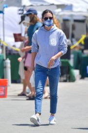 Courteney Cox Shopping at Farmer's Market in Malibu 2020/06/14 1