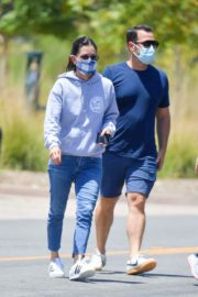 Courteney Cox Shopping at Farmer's Market in Malibu 2020/06/14 11