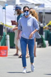 Courteney Cox Shopping at Farmer's Market in Malibu 2020/06/14 12