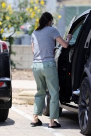 Courteney Cox Shopping Out at a Farmers Market in Malibu 2020/05/31 1