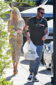 Courtney Stodden and Brian Austin Green Out for Lunch in Los Angeles 2020/06/13 1