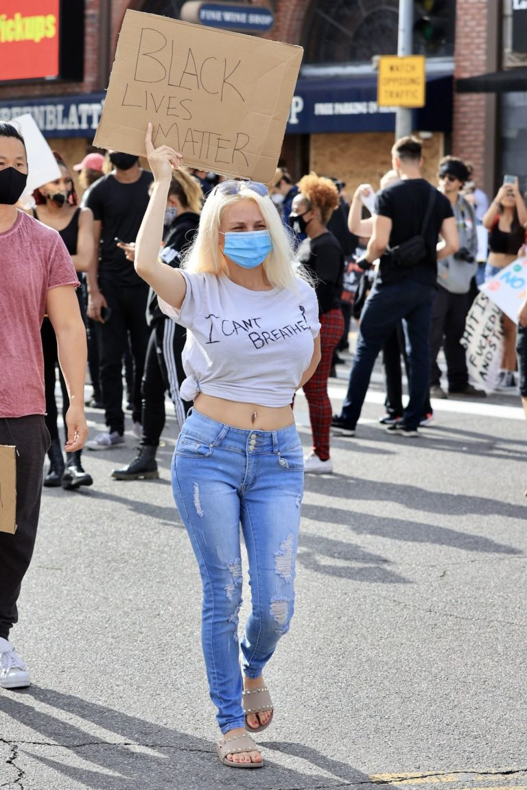 Courtney Stodden at a Black Lives Matter Protest in Los Angeles 2020/06/01 2