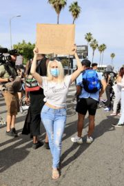 Courtney Stodden at a Black Lives Matter Protest in Los Angeles 2020/06/01 3