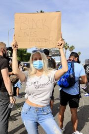 Courtney Stodden at a Black Lives Matter Protest in Los Angeles 2020/06/01 4