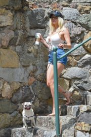 Courtney Stodden in Denim Shorts Out with Her Dog in Hollywood 2020/06/17 1