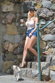 Courtney Stodden in Denim Shorts Out with Her Dog in Hollywood 2020/06/17 8