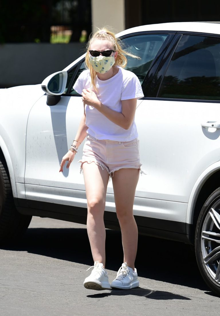 Dakota Fanning in Shorts Wearing a Mask Out in Los Angeles 2020/06/08 6