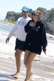 Dakota Johnson and Chris Martin at a Beach in Malibu 2020/06/13 4