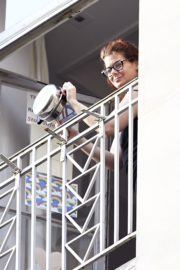 Debra Messing Cheering First Responders from Her Balcony in New York 2020/06/15 1