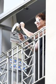 Debra Messing Cheering First Responders from Her Balcony in New York 2020/06/15 3