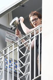 Debra Messing Cheering First Responders from Her Balcony in New York 2020/06/15 4