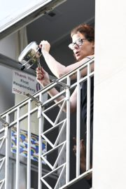 Debra Messing Cheering First Responders from Her Balcony in New York 2020/06/15 8
