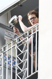 Debra Messing Cheering First Responders from Her Balcony in New York 2020/06/15 10