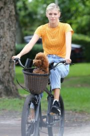 Devon Windsor Out Riding a Bike with Her Dog in Miami 2020/06/06 3