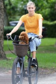 Devon Windsor Out Riding a Bike with Her Dog in Miami 2020/06/06 4