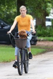 Devon Windsor Out Riding a Bike with Her Dog in Miami 2020/06/06 5