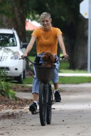 Devon Windsor Out Riding a Bike with Her Dog in Miami 2020/06/06 8