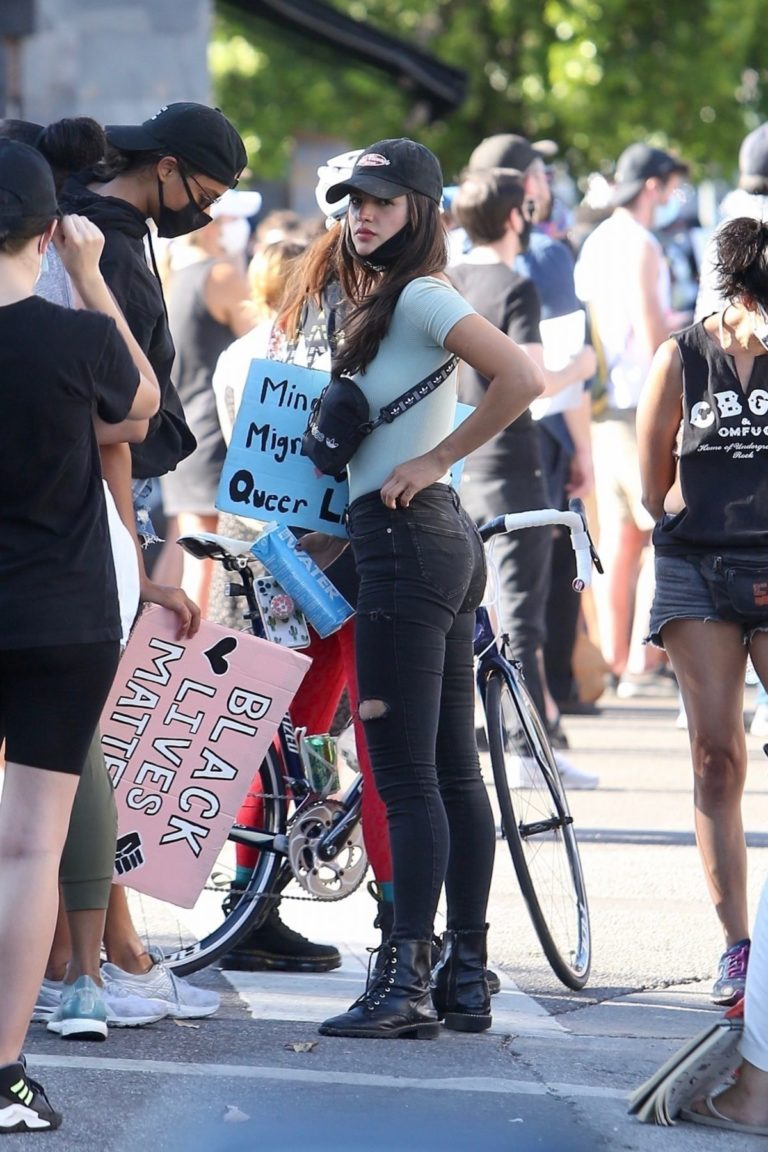 Eiza Gonzalez at a Protest in West Hollywood 2020/06/09 1