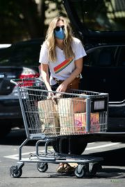 Elizabeth Olsen Shopping at Whole Foods in Los Angeles 2020/06/13 2