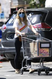 Elizabeth Olsen Shopping at Whole Foods in Los Angeles 2020/06/13 3