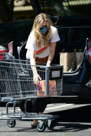 Elizabeth Olsen Shopping at Whole Foods in Los Angeles 2020/06/13 4