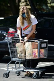 Elizabeth Olsen Shopping at Whole Foods in Los Angeles 2020/06/13 5