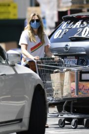 Elizabeth Olsen Shopping at Whole Foods in Los Angeles 2020/06/13 6