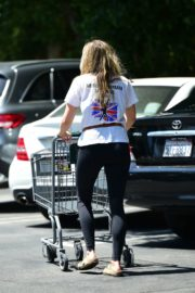 Elizabeth Olsen Shopping at Whole Foods in Los Angeles 2020/06/13 8