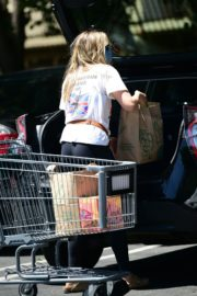 Elizabeth Olsen Shopping at Whole Foods in Los Angeles 2020/06/13 9