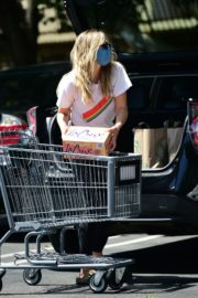 Elizabeth Olsen Shopping at Whole Foods in Los Angeles 2020/06/13 10