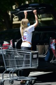 Elizabeth Olsen Shopping at Whole Foods in Los Angeles 2020/06/13 11