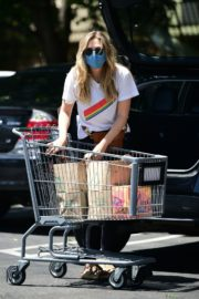 Elizabeth Olsen Shopping at Whole Foods in Los Angeles 2020/06/13 13