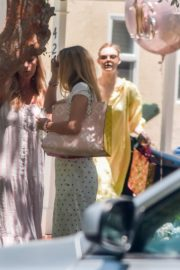 Elle and Dakota Fanning at a Birthday Party in Studio City 2020/06/15 1