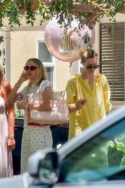 Elle and Dakota Fanning at a Birthday Party in Studio City 2020/06/15 2