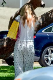 Elle and Dakota Fanning at a Birthday Party in Studio City 2020/06/15 9