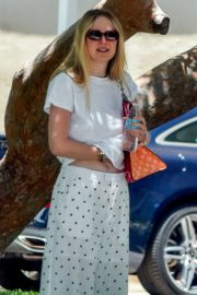 Elle and Dakota Fanning at a Birthday Party in Studio City 2020/06/15 10
