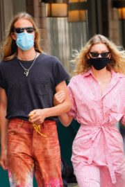 Elsa Hosk and Tom Daly Wearing Masks Out in New York 2020/06/10 1