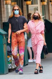 Elsa Hosk and Tom Daly Wearing Masks Out in New York 2020/06/10 3