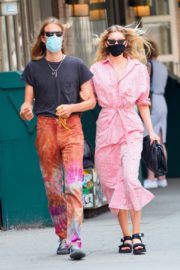 Elsa Hosk and Tom Daly Wearing Masks Out in New York 2020/06/10 5