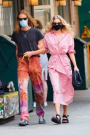 Elsa Hosk and Tom Daly Wearing Masks Out in New York 2020/06/10 8