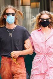 Elsa Hosk and Tom Daly Wearing Masks Out in New York 2020/06/10 10