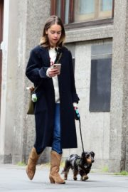 Emilia Clarke Out with Her Dog in London 2020/06/06 6