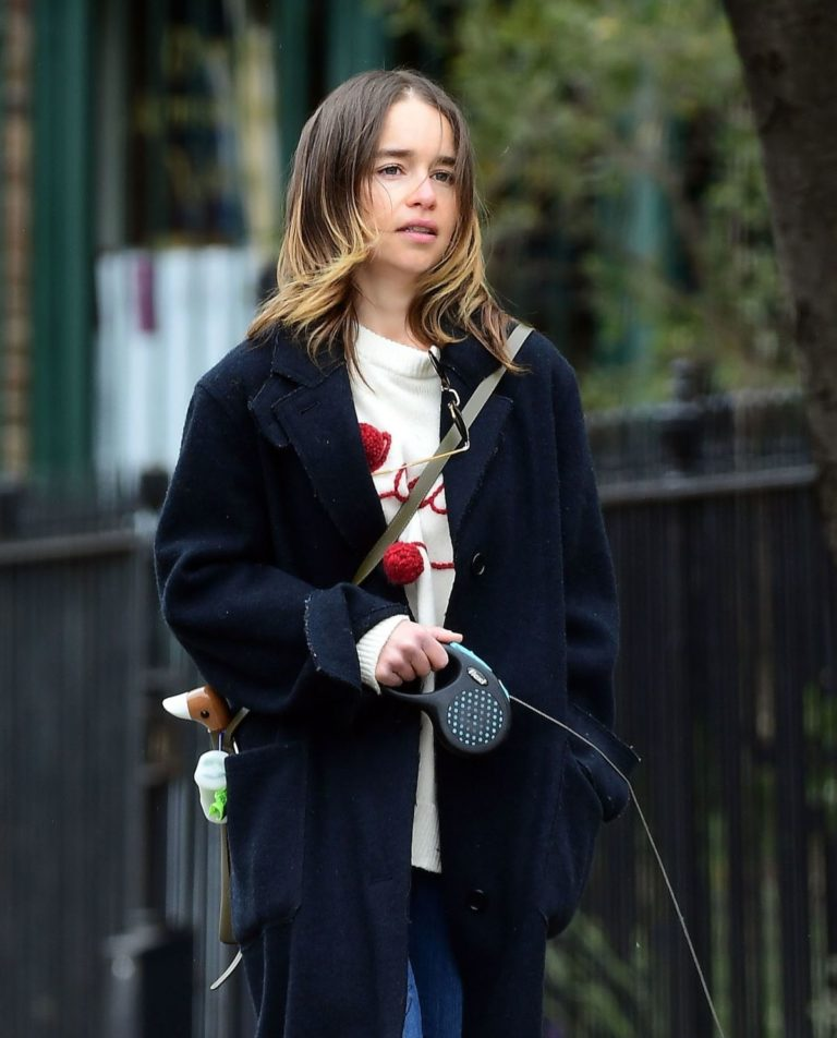 Emilia Clarke Out with Her Dog in London 2020/06/06 10