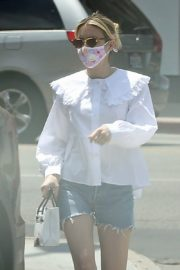 Emma Roberts in Denim Shorts Out in Los Angeles 2020/06/12 1
