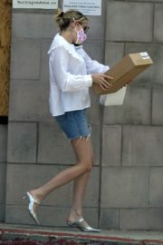 Emma Roberts in Denim Shorts Out in Los Angeles 2020/06/12 6